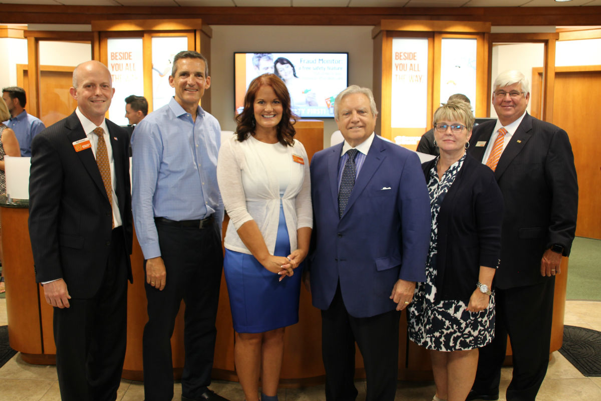 1st Source Bank Celebrates North Calumet Banking Center Ribbon Cutting, Kicks-Off Valparaiso Five-for-Five Charity Challenge