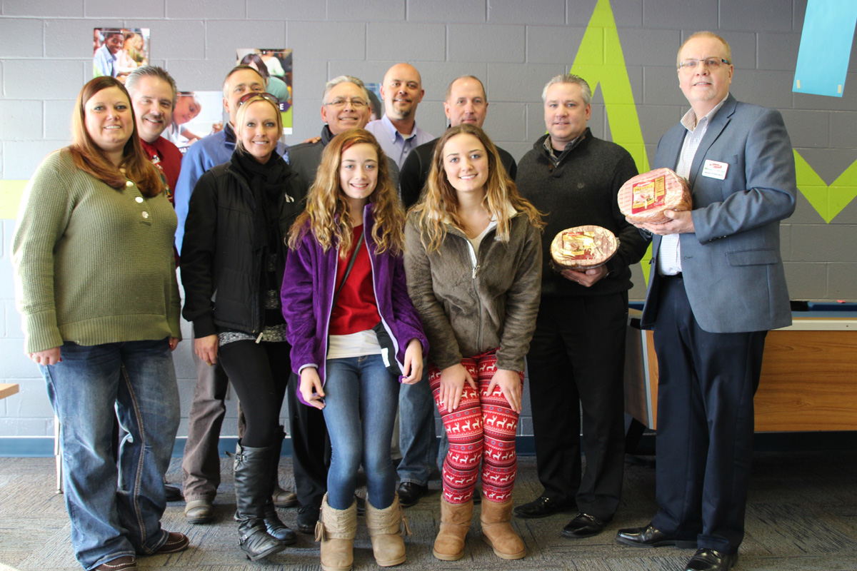 Strack & Van Til, Miller-Coors and Indiana Beverage Team Up to Distribute Holiday Meals to Boys & Girls Clubs of Northwest Indiana Families